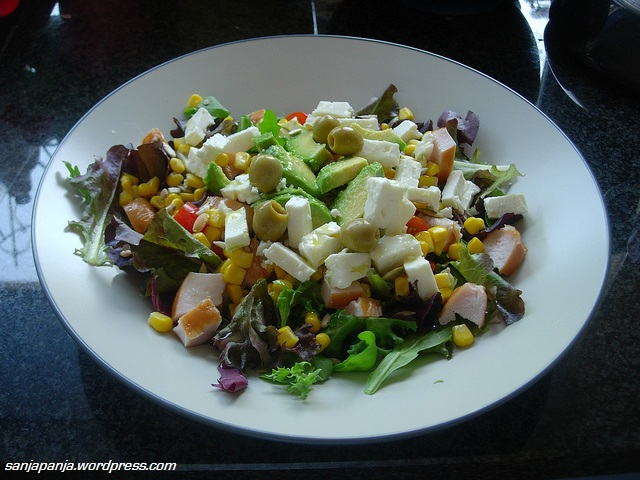 Lunch: Mixed leaf salad, cherry tomatoes, avocado, corn, smoked chicken, feta cheese, green olives, olive oil and white vinegar.