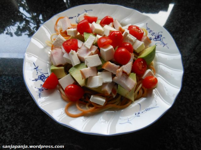 Lunch: Spaghetti tricolore with avocado, smoked chicken, cherry tomatoes and feta cheese.