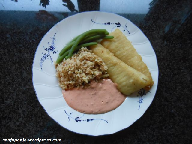 Dinner: Fish sticks with green beans and bulgur with a roasted pepper sauce (roasted peppers and Greek yoghurt).